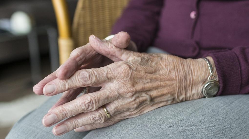В Омской области старушку избили кирпичом по лицу ради кражи ее пенсии
