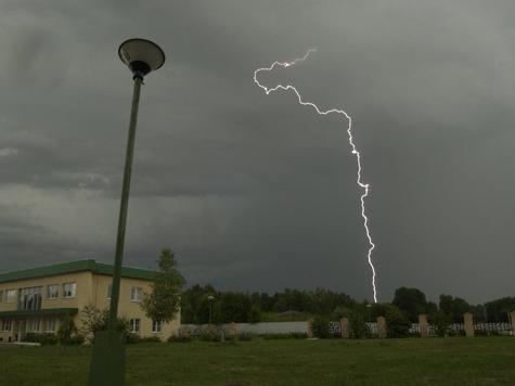 Следком Омской области подтвердил гибель мальчика от удара молнии