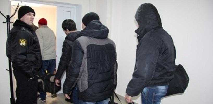 Из Омска в теплые края выдворили 11 гастарбайтеров