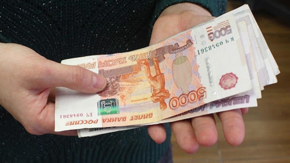 Омский чиновник солгал о работе учителем, чтобы присвоить полмиллиона рублей