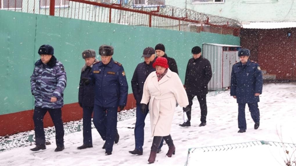 Виктор Назаров посетил проблемную омскую колонию №6