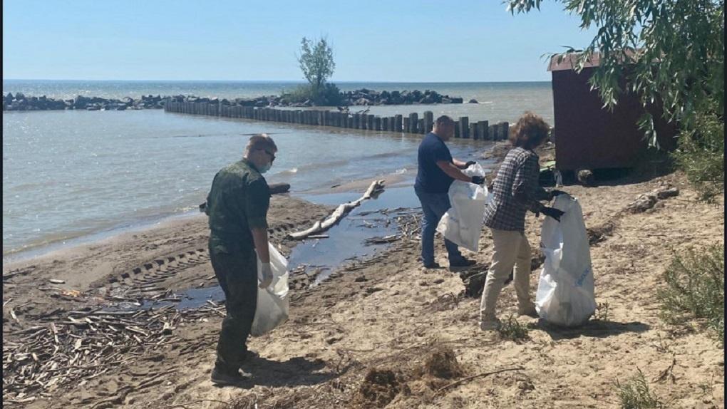 60 мешков мусора вывезли с берегов Обского водохранилища