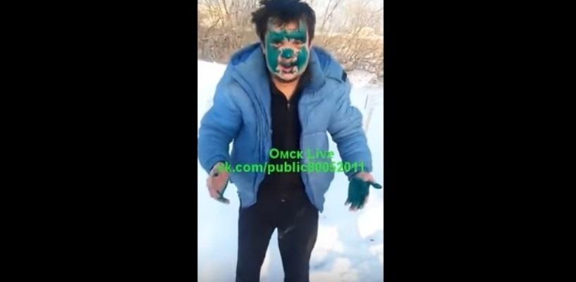 Омский таксист, обливший пассажира зеленкой, помирился с ним