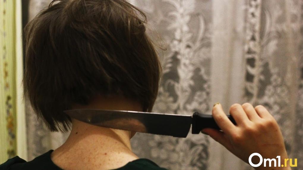 Омская пенсионерка жестоко отомстила молодому любовнику за обвинение в неверности