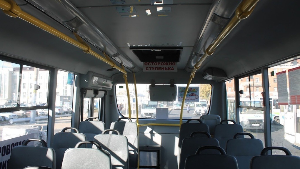 Водитель автобуса не довез омичку до ее остановки и отказался возвращать деньги