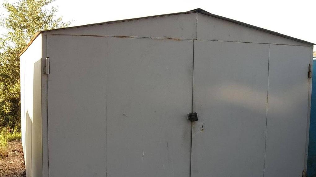 Омич вызвал эвакуатор и украл гараж