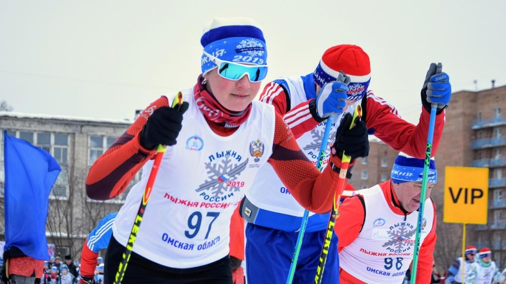 4 тысячи омичей прокатились на лыжах с министрами и олимпийцами