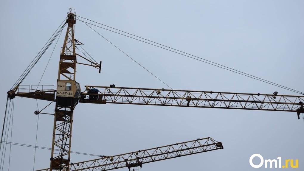 Шум, электромагнитные волны и выбросы. Кадетский корпус в Омске строят слишком близко к аэродрому