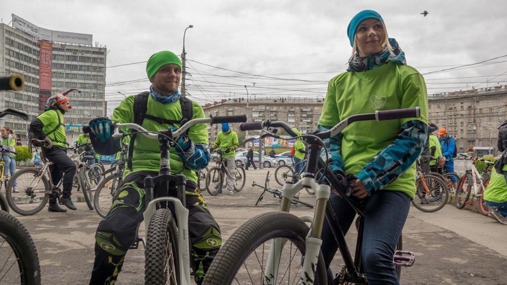 Новосибирским велосипедистам предлагают работу за 600 рублей в день