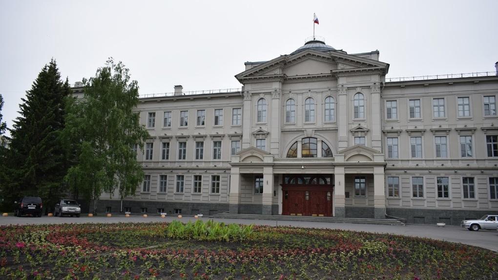 Омские депутаты скрывают бизнесы, доходы и гаражи