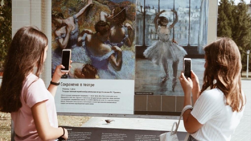 «Селфи с балериной»: в Новосибирске открылась уникальная выставка в честь 75-летия НОВАТа