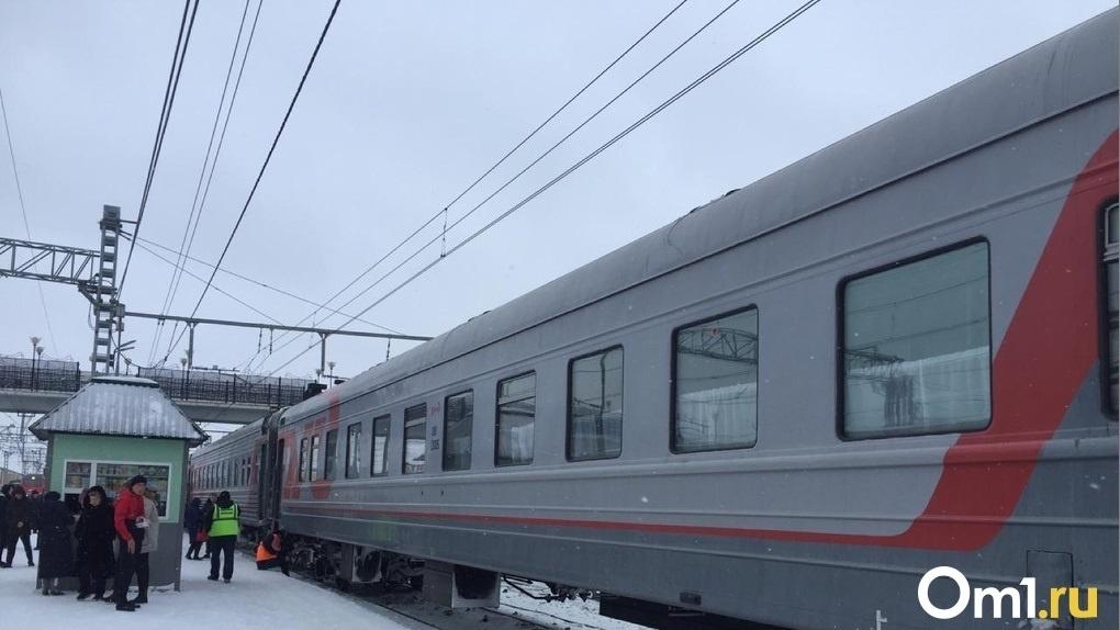 Житель Кузбасса пытался подраться с полицейским в поезде Владивосток — Новосибирск
