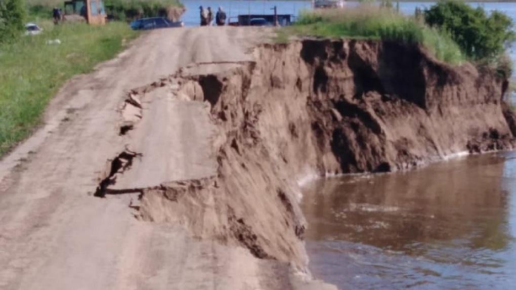 Иртыш размыл дорогу на севере Омской области