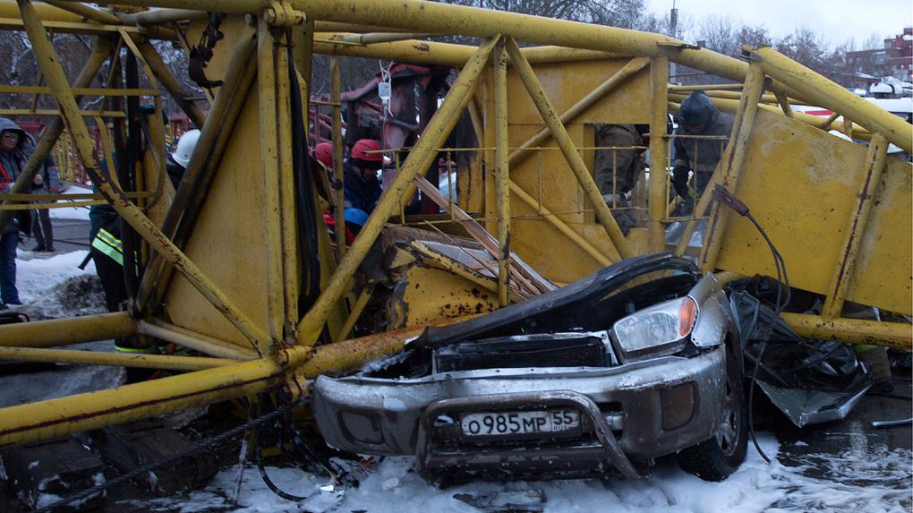 Родственники погибших под упавшим в Омске краном получат от строителей 17 миллионов