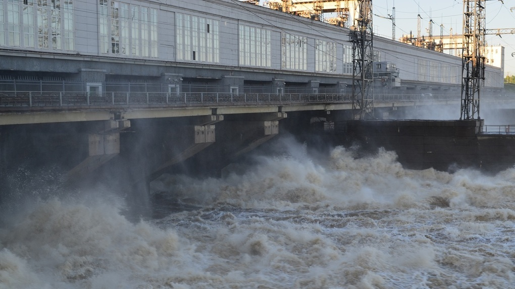 Пропавший после падения с дамбы ГЭС новосибирец женился за три дня до трагедии, его супруга беременна