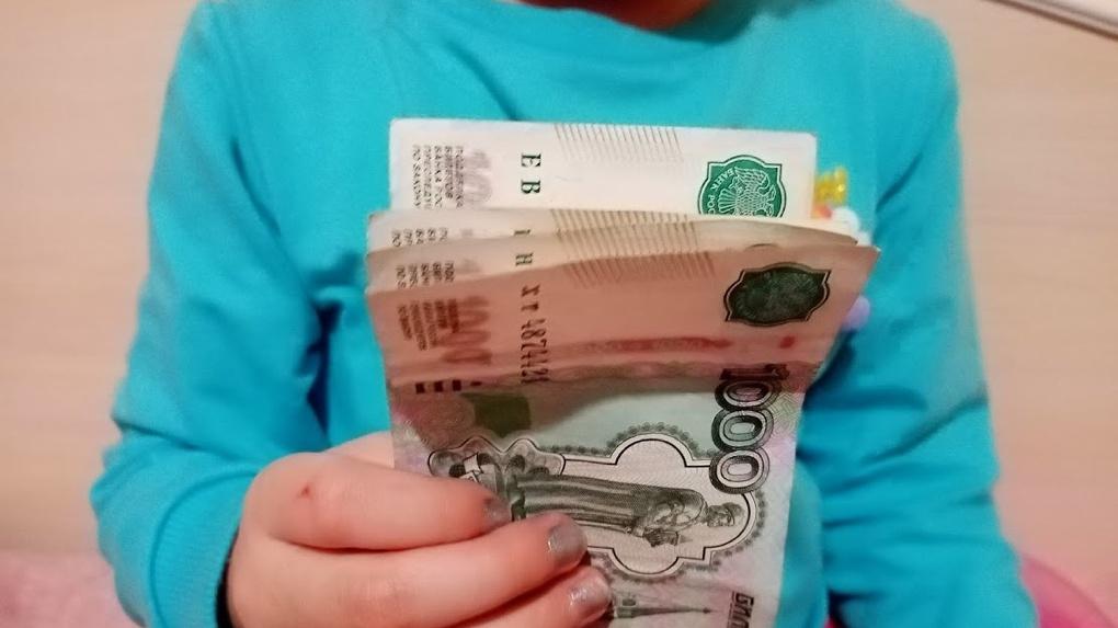 Омские семьи с детьми уже после нового года начнут получать пособия в размере 11 тысяч рублей