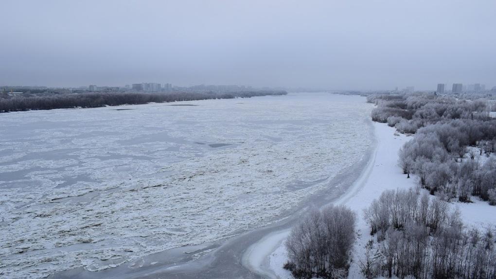 В Омске из-за аномально теплой весны начали раньше закрывать переправы