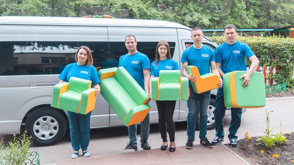 Волонтёры Омского НПЗ подарили Дому ребёнка необычную мебель