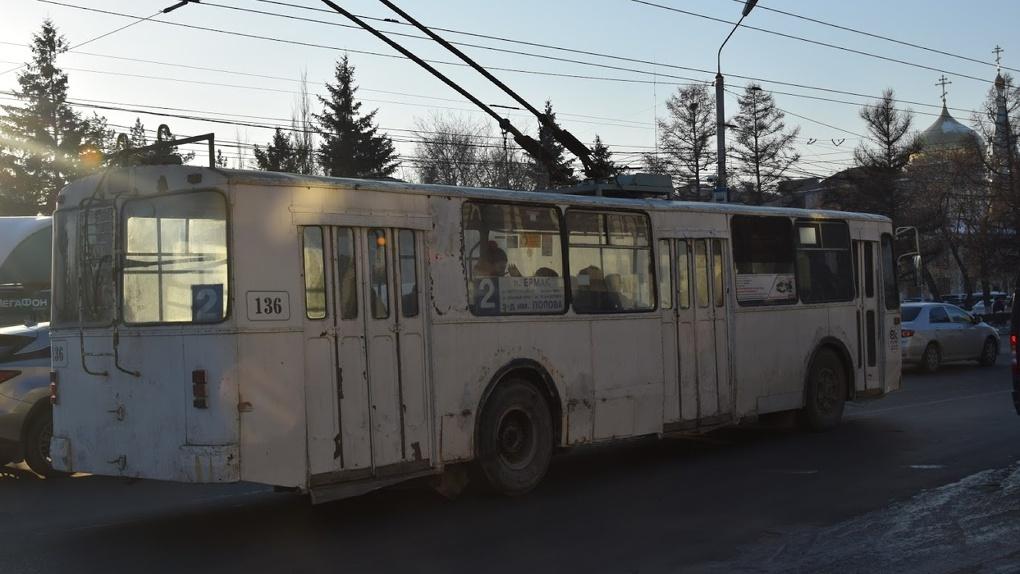 Омский автобус уронил бабушку