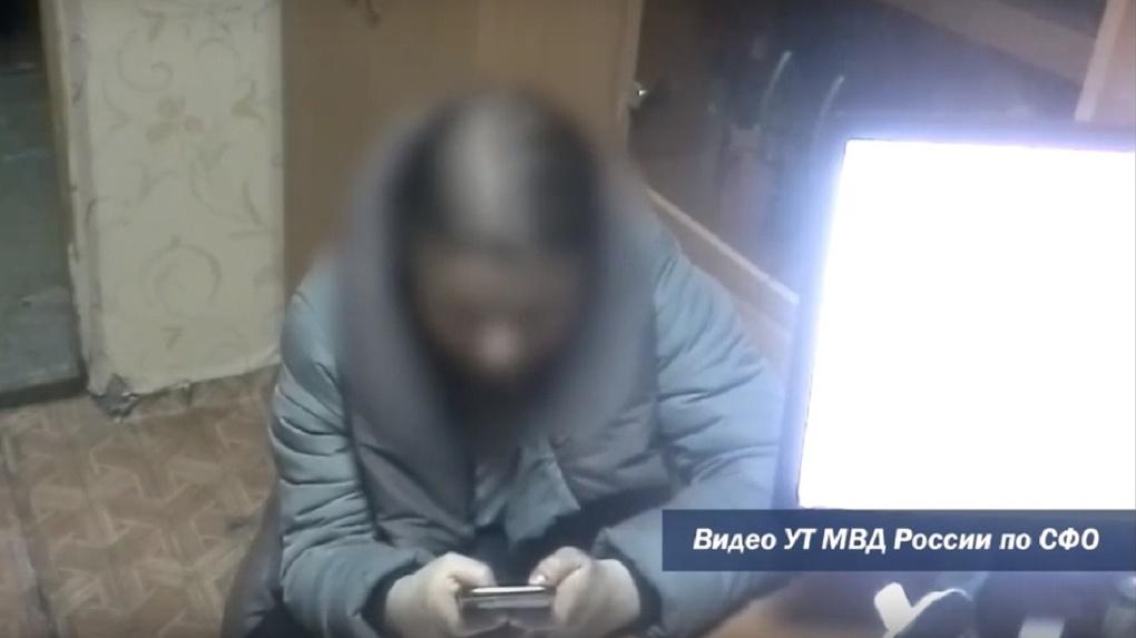 Официантка поезда «Владивосток — Новосибирск» украла с карты пассажира 42 000 рублей