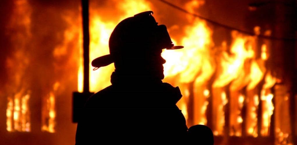 В Омской области ночью полыхали два пожара