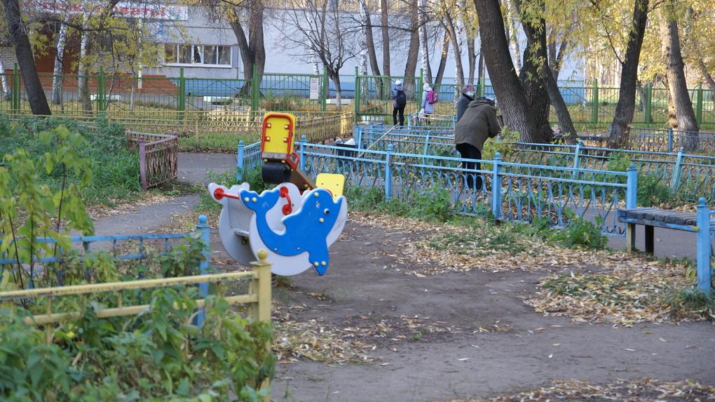 В Новосибирске застройщика оштрафовали за рухнувшую на детскую площадку стену