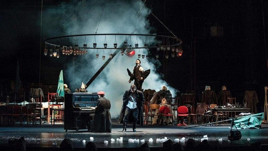 Мрачные сны о гражданской войне показали омичам на сцене Музыкального театра