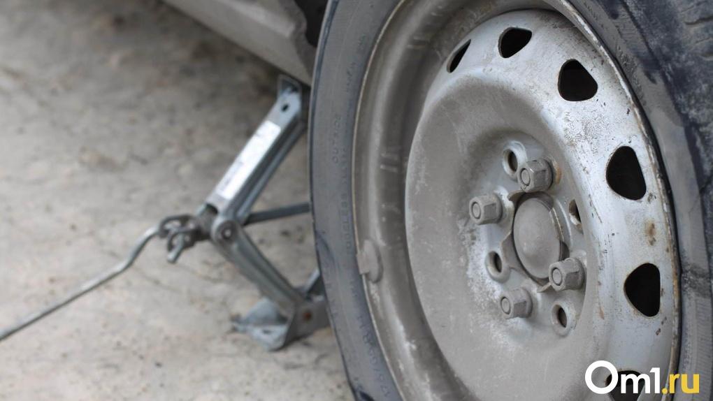 Омич после развода с женой разбил автомобиль тёщи