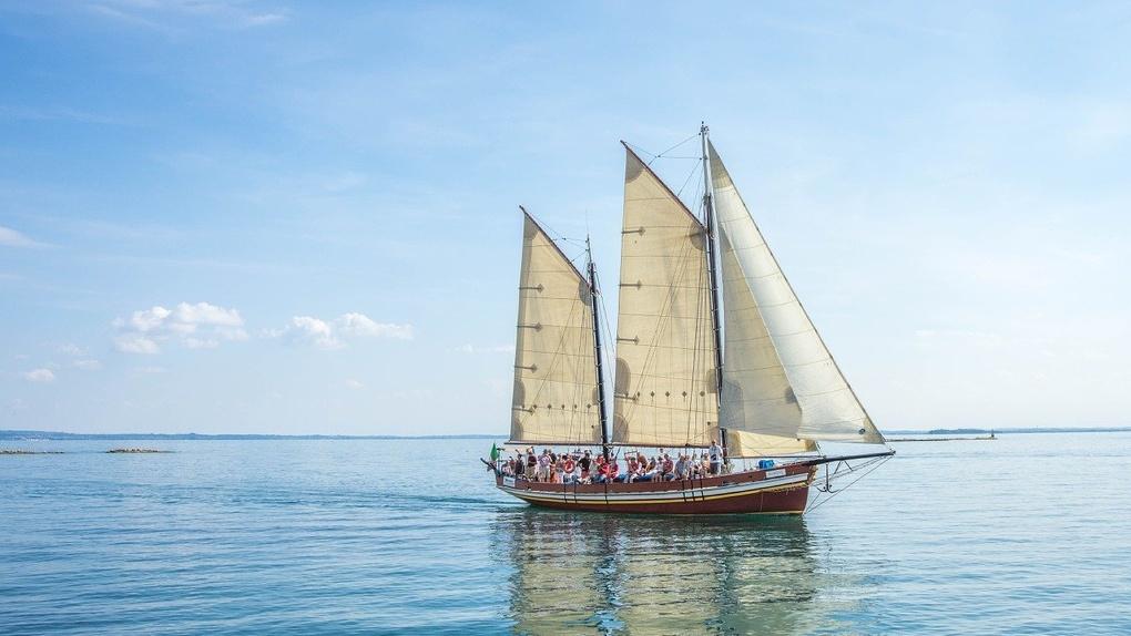 Яхта «Сибирь» из Омска переплыла пять океанов и достигла Антарктиды