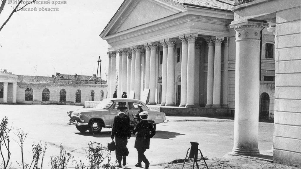 Опубликована фотография омского театра 60-летней давности. Он выглядел иначе