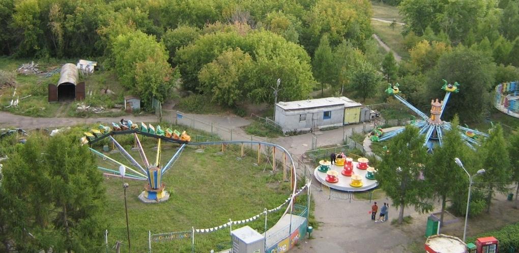 В Советском парке Омска 12-летний ребенок работал инструктором на аттракционе