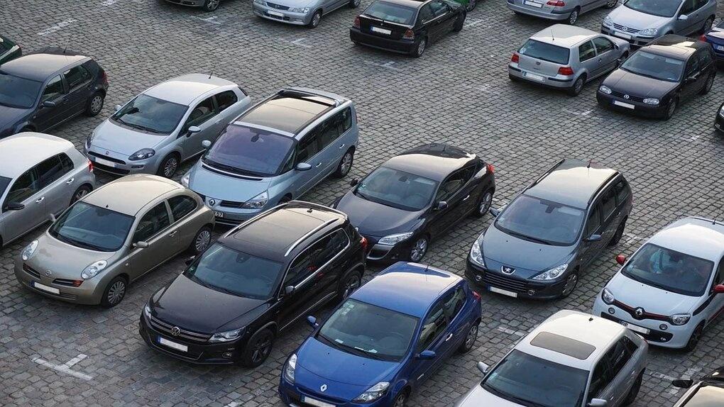 Каждый третий житель Омска недоволен качеством парковки в своём городе