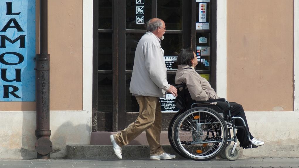 Омичей с инвалидностью будут провожать на работу