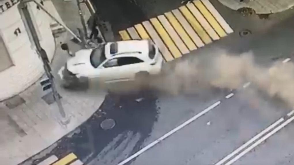 Женщина лишилась ноги. Рэпер из Омска за рулём Infiniti протаранил пешеходов в Москве