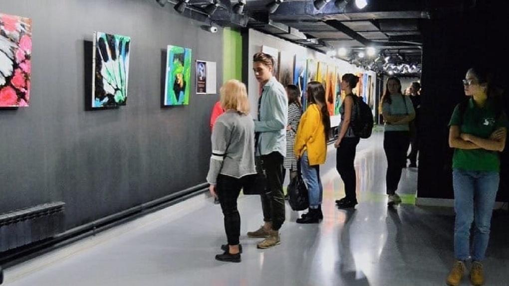 Феминистская арт-выставка открылась в Новосибирске