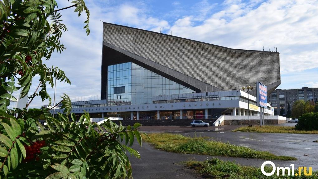 В Омске уже разобрали крышу СКК имени Блинова