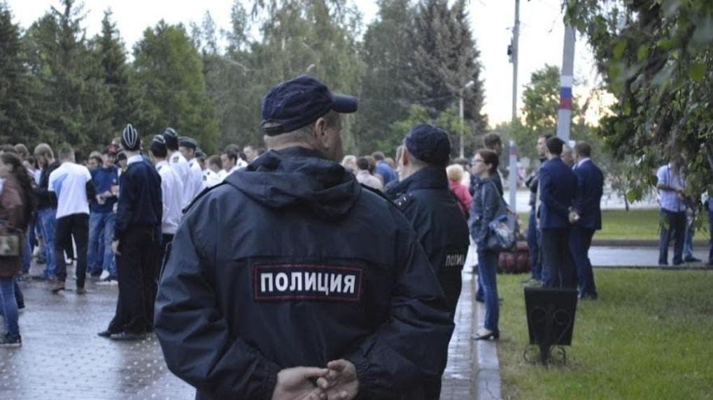 Участника шествия в поддержку Хабаровска в Омске задержала полиция