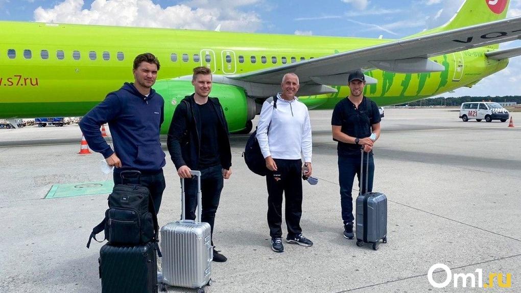Хоккеистов «Авангарда» и Боба Хартли пустили в Россию, несмотря на закрытые границы