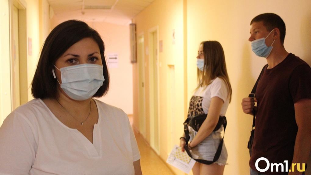 Почти 700 новосибирских медиков добровольно решили поставить прививку от COVID-19