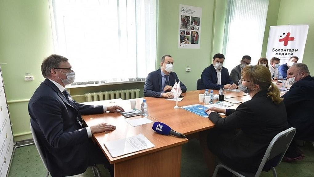 Правительство Омской области предоставило машины для волонтеров, помогающих пенсионерам