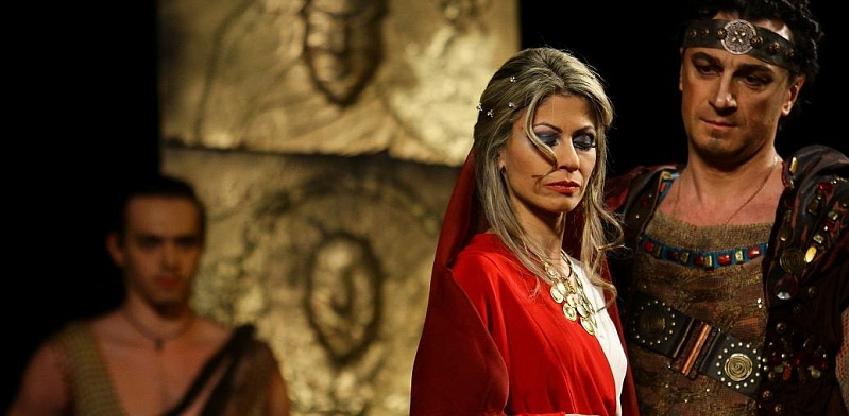 В Омске на сцену вышла греческая богиня
