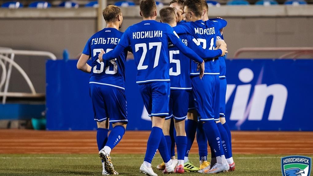 Футбольный «Новосибирск» возглавил турнирную таблицу ПФЛ
