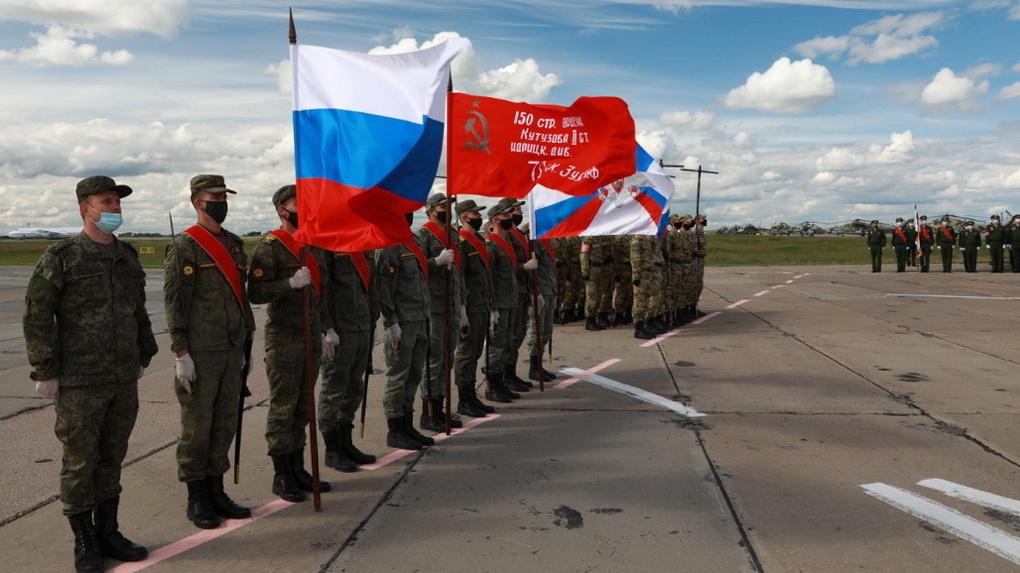 В Новосибирской области прошла первая репетиция парада с военной техникой