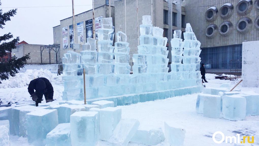 Театральная площадь во льдах: в Омске строят главный новогодний городок (ФОТО)