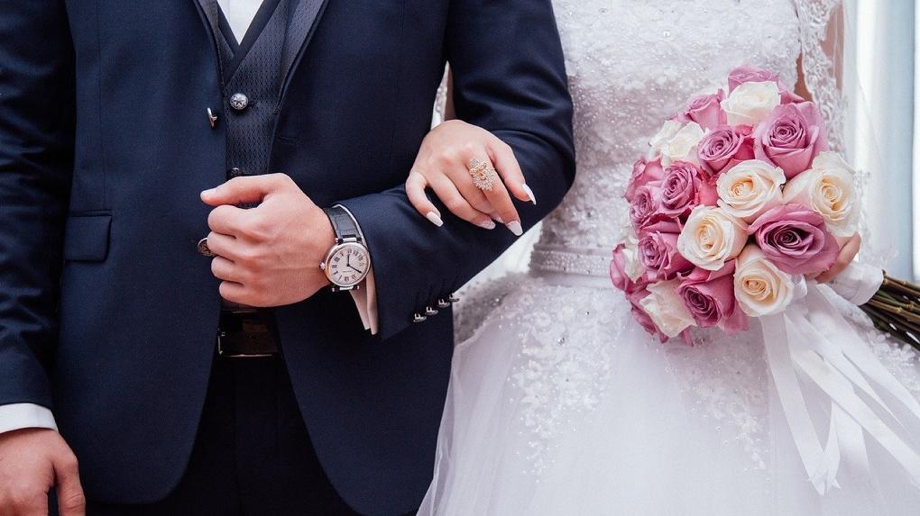 Банк «Открытие»: треть сибиряков положительно относится к браку по расчету, 41% — к брачным контрактам