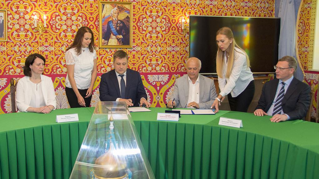 Бурков хочет «прокачать» Омскэлектро с помощью «Мира»