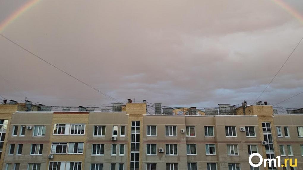 В Омской области во время урагана сорвало крышу дома