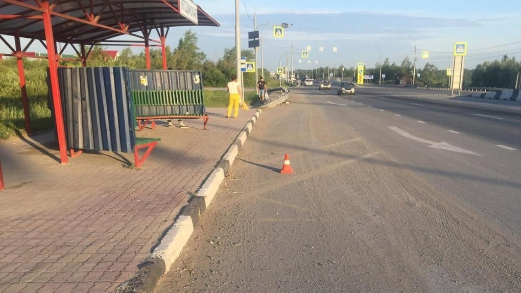 В Новосибирске женщина попала под колёса иномарки и чудом выжила