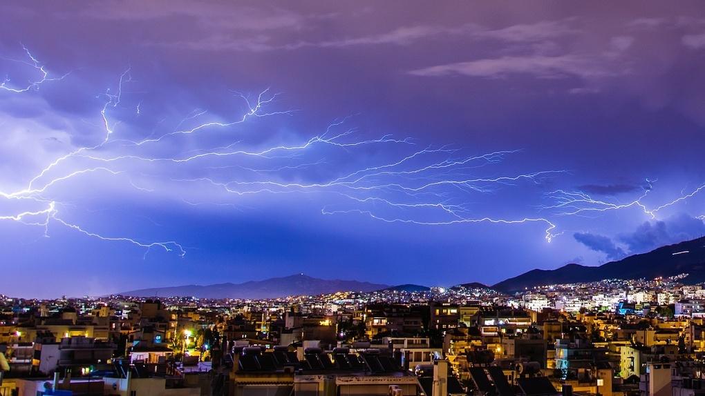 Гроза, град и ливень: синоптики прогнозируют ураган на ближайшие выходные