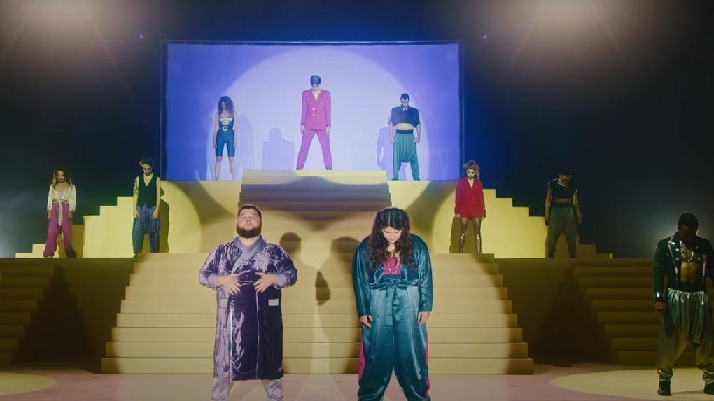 Знаменитый Пухляш из Сибири стал звездой нового клипа группы Little Big: показываем видео